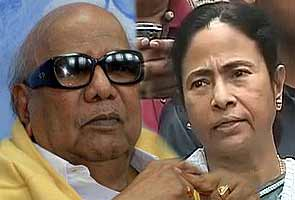 Mamata Banerjee, Karunanidhi to skip PM's dinner on three years of UPA 2