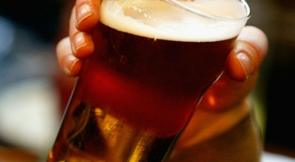 Moderate drinking may reduce death risk in early Alzheimer