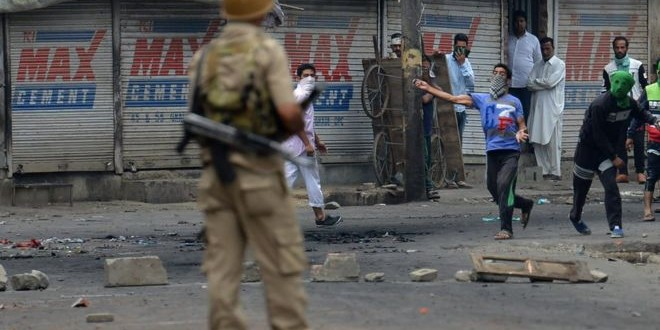 Kashmir fear after mob drowns policeman