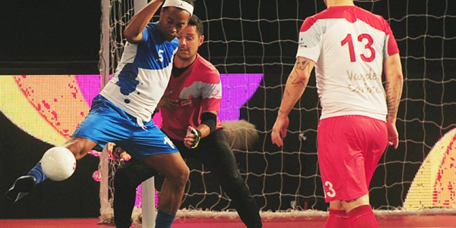 Premier Futsal League: Ryan Giggs Mumbai win, Ronaldinhos Goa Lose