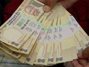 Accept Rs 500/1,000 notes only after careful scrutiny: RBI