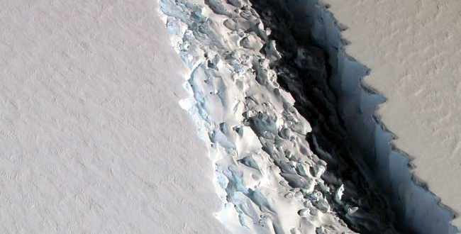 The Crack In This Antarctic Ice Shelf Just Grew By 11 Miles. A Break Could Be Imminent.