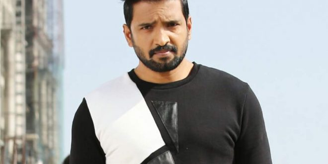 Santhanam is learning silambam from Stunt Silva