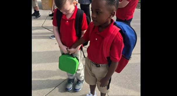 Boy Held Crying Classmate's Hand On First Day Of School. Pic Is Viral